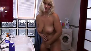 Stepson Caught Peeping Over His Stepmom In the Bathroom