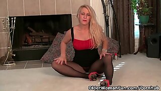 American milf Shelby strips off and fucks a dildo