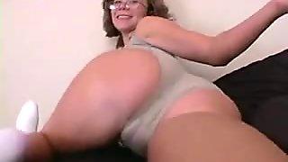 Handjob from sexy amateur MILF in hot amateur porn 2cumshots