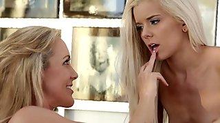 Blonde lezzie fingering